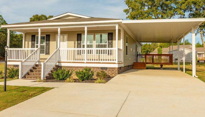 saddlewood-manufactured-homes-aiken-south-carolina-home-carport-front-porch-yard